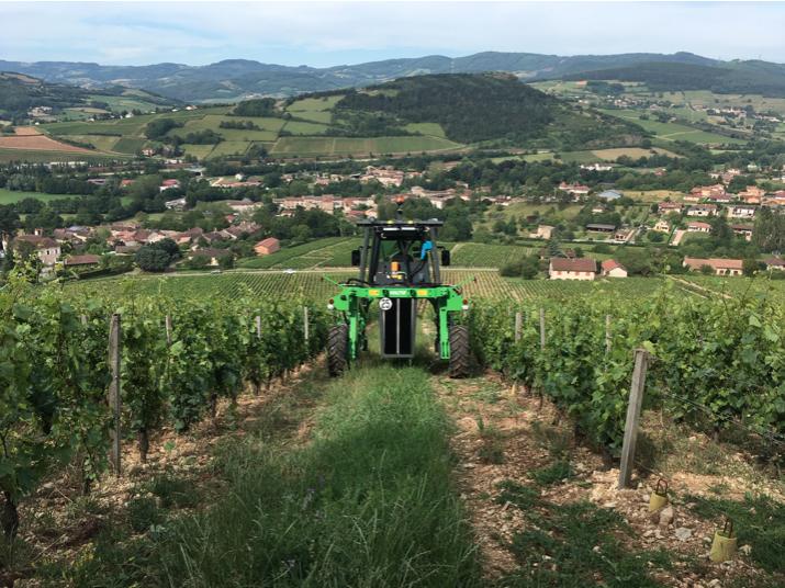 Visuel actualité L'essai d'un tracteur électrique au domaine Merlin